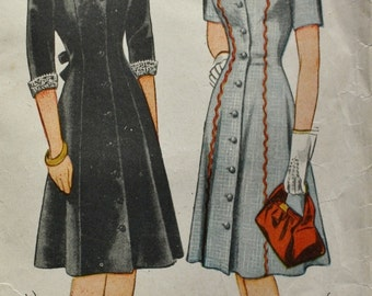1940s Button Front Princess Line Panel Dress Vintage Sewing Pattern Daywear Simplicity 4401 Bust 36 n