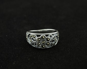 bali sterling silver ring--size 8.25