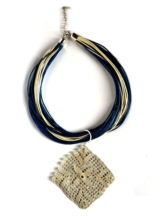 Blue and beige pendant crochet - navy's collection