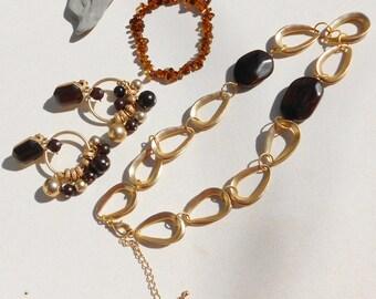 Vintage jewelry set, vintage necklace, vintage earrings and vintage bracelet in wood and matte gold metal