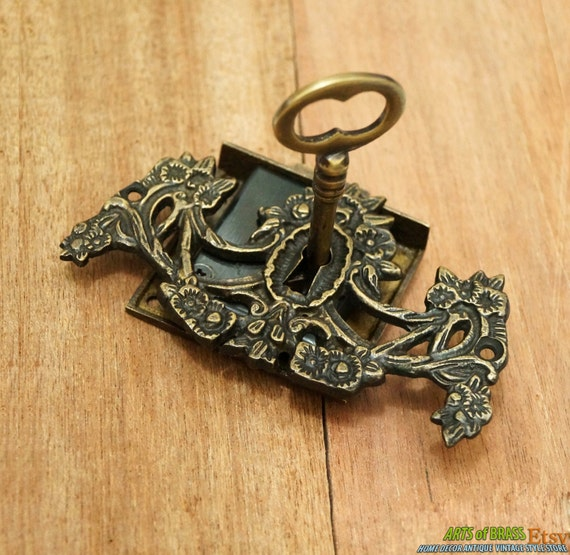 Set brass key lock and skeleton keys with victorian key hole for Lock and key decor