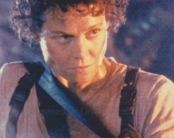 Alien Sigourney Weaver Armed  4x6 Photo