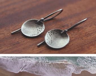 ocean meets beach (sandy beach sterling silver) - round earrings