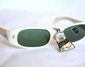 1950s Ivory White Pin Up Sunglasses with Green Lenses/made in Italy new old stock