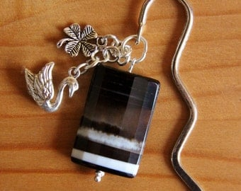 Stripe agate bookmark black and white natural nature stone gemstone swan cloverleaf good luck silver tone charm beaded chunky book accessory