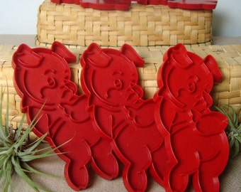 Three Little Pigs 3 Cookie Cutters Vintage Red Tupperware Hogs