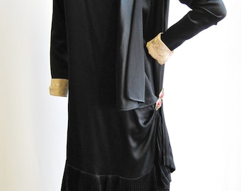 1920's Black Satin Flapper Dress With Red Clasp Size S