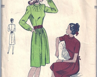 Vintage 1940s Junior VOGUE Sewing Pattern 3041 Dress SIZE 11 / Bust 30 1/2 Hip 34 1/2