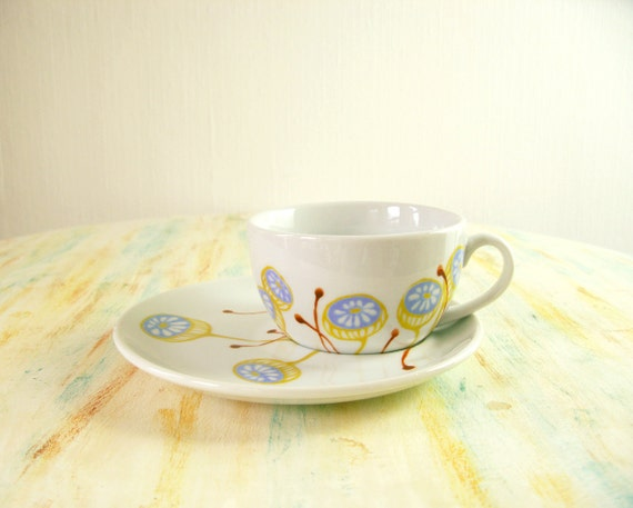 Hand painted cup and saucer set - Daisy in a Capsule