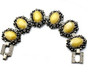 Selro Bracelet Yellow Lucite Flower Vintage Jewelry Collectible   Yellow Flower Bracelet Unsigned Selro