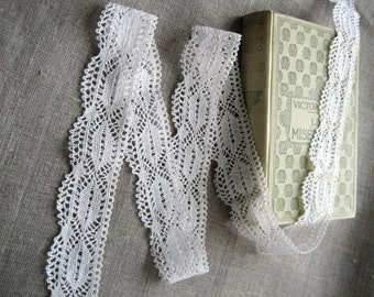 French Vintage Lace with Scalloped Edging - 45mm wide/1.10 metres