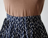 Reserved // LITTLE BOWS// HIghwaisted Vintage Skirt // Dark Blue color// SMALL