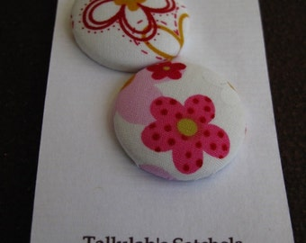 """Wearable Sew On Fabric Covered Buttons - Size 45 or 1 1/8"""" Pink  and White Flowers"""
