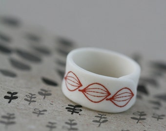 Seedlings - red - Porcelain Ring