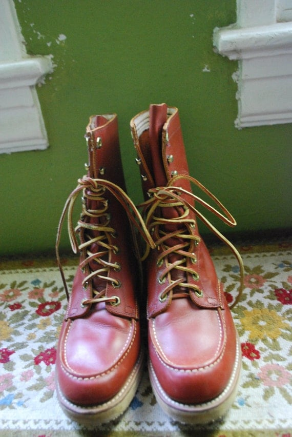 Vintage 1970's Red WING tuffy boots. SIZE 8 in womens