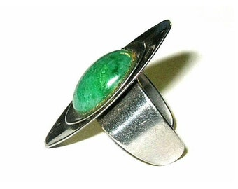 Vintage Adjustable Ring Green Stone Space Age Stainless Steel ca 1960s