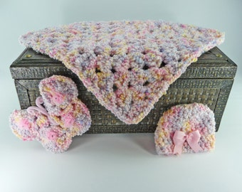 HAT BLANKET BUTTERFLY Baby Photo Prop Set Pinks Basket Filler Hair Bow Crochet Shower Gift