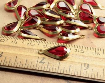 Ruby Red Vintage Charm Brass Lucite Teardrop Channel 20x10mm (6)