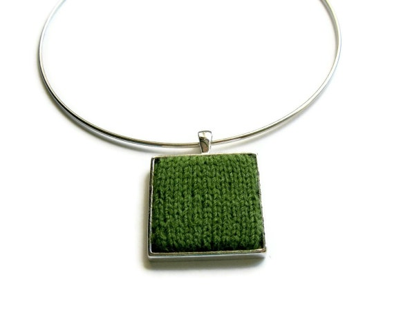 Knitting Jewelry: Square Necklace in Green on Silvered Base