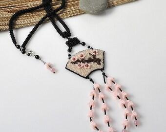 Sakura blossoms - beadwoven necklace