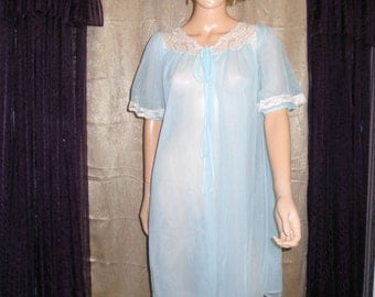 Vintage Kayser 2 layer nylon peignoir pastel blue robe, Cream lace and front tie, early 1970s style, Sz Med, Excellent Condition