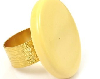 Yellow Ring, Bakelite Ring, Yellow and Gold Ring, Vintage Ring,Vintage Yellow Bakelite Ring
