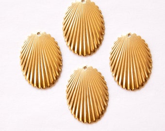 1 Hole Raw Brass  Scalloped Edge Ribbed Dapped Oval Pendant Charm (6) mtl089A