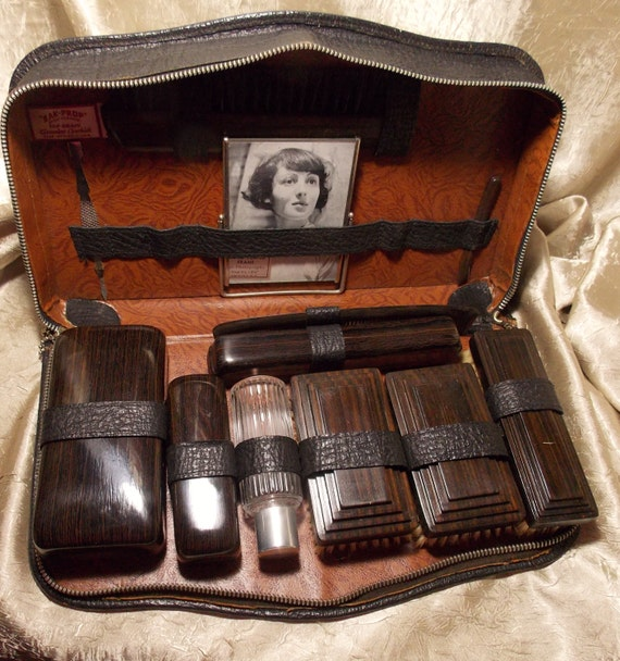 vintage mens grooming kit leather case by theeclecticdiva. Black Bedroom Furniture Sets. Home Design Ideas