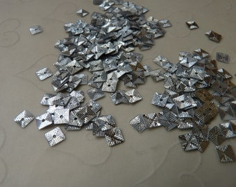 New Item -- 7g of 5 mm Textured Square Sequins in Metallic Silver Color