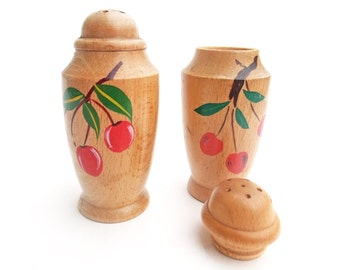 Vintage 40s Salt & Pepper Shaker Set Hand Painted Cherry Wooden 50s Mid Century Handpainted Red Fruit Home Decor Collectible Kitchenware