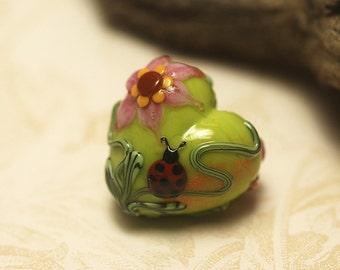 Ladybug on Spring Green Heart Focal Bead - Handmade Glass Lampwork Bead 11833105