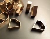 12 pcs -  diamond shape 15x15x5 mm with one hole on top