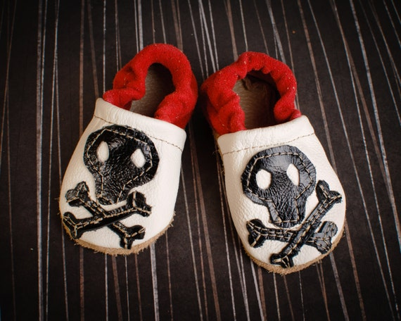 Skull and Crossbones Pirate Soft Soled Leather Shoes Slippers Baby and toddler
