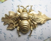 Bee hair clips Leaf barrette bridal hair jewelry bee barrettes bees jewelry
