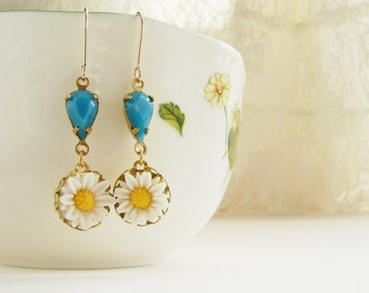 daisy dangle earrings, bridesmaid jewelry, vintage teal blue turquoise glass tear drop earrings, bridesmaid jewelry