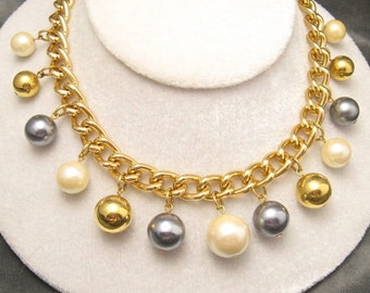 Vintage Pearl Necklace Chubby Pearl Beads Avon N5048