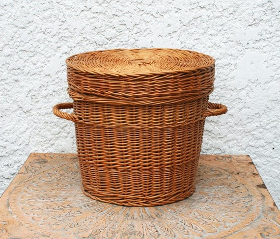 Round Wicker Basket with Handles, Fitted Lid