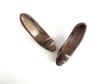 Vintage 1960s Pumps / Buckle Shoes / 60s Heels / Size 7