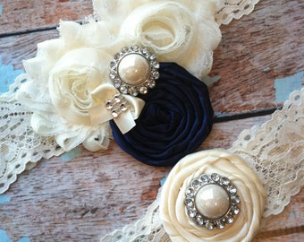 wedding garter / Ivory and navy blue  / Something Blue wedding  garter / vintage wedding garter / lace garter / navy blu
