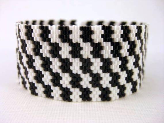 Peyote Bracelet / Seed bead Bracelet in Black and White / Beaded Bracelet / Classic Houndstooth Bracelet / Beadwork Bracelet / Beadwoven