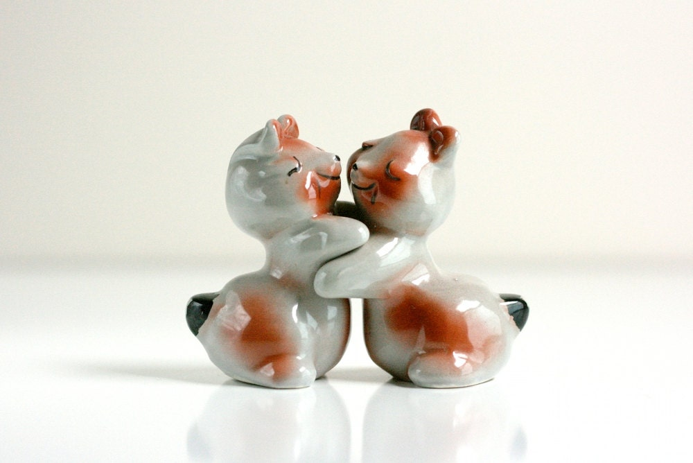 Vintage hugging bunnies salt and pepper shakers - Hugging salt and pepper shakers ...