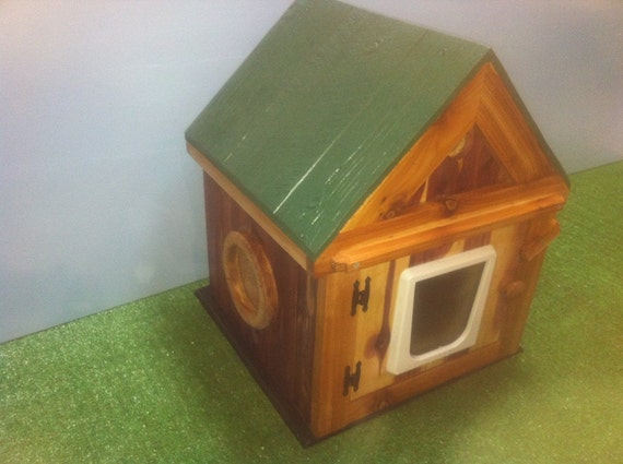 Heated Cedar Outdoor Cat House/2 doors,shelter,bed,condo,sanctuary