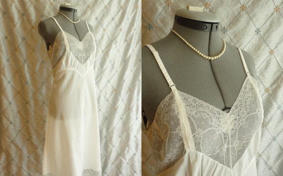 40s Lingerie //Vintage 1940s White Lace Slip by Radelle Lingerie 36 Size M