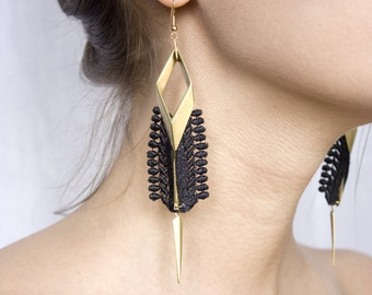 Lace earrings - Rays - Black or white lace, with brass