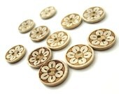 10 Coconut Shell Buttons 15mm - Daisy Flower (BC611)