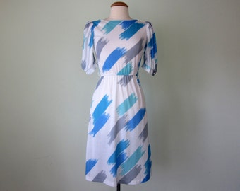 80s dress / paint brush print white & blue puff sleeve fitted waist (xs - s)