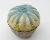 Wool Flower Pincushion Vintage Tin Pin Keep Spring Flowers Blue Daisy Pincushion Up-cyceld sweater