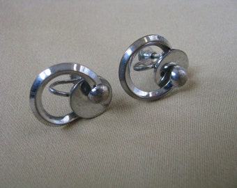 Vintage silver tone geometric circle screw back earrings with retro look