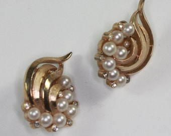 Faux Pearl Rhinestone Earrings Swirl Design Trifari Vintage