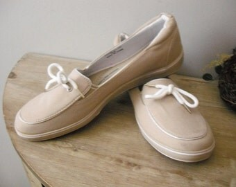 vintage like new Grasshoppers Pure Fit Canvas flats .. tan ... comfort cushion .. 10 M ..
